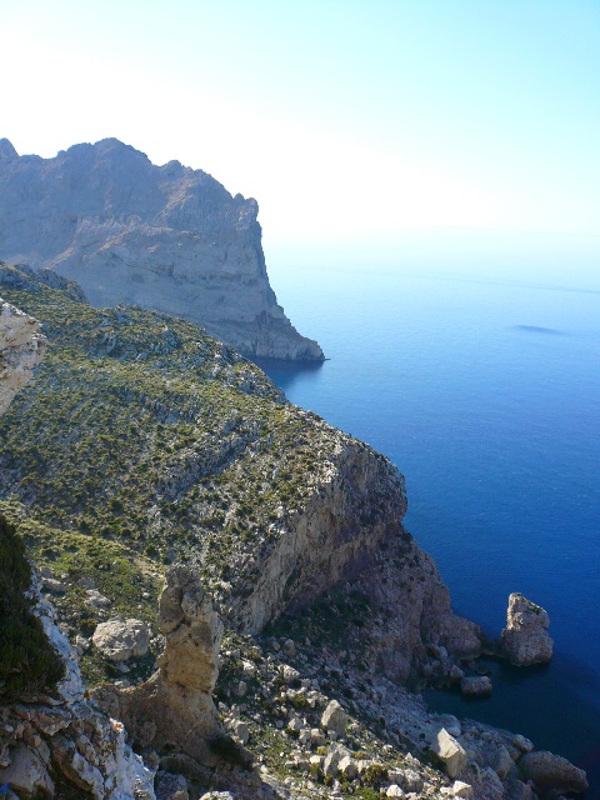 There are many coastal trails on Majorca.