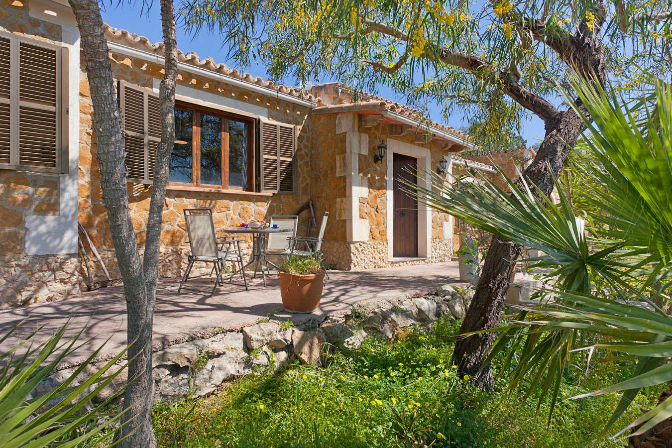 Finca with large garden in a quiet location.