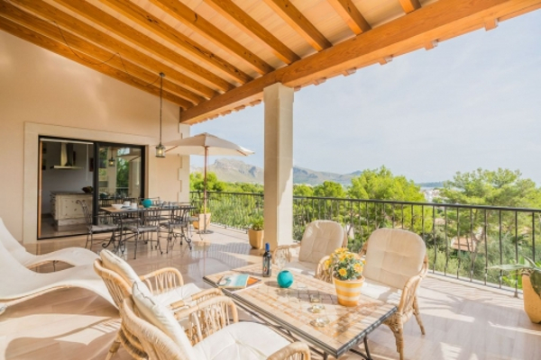 The chalet is located in Puerto Pollensa, which is the end of the hiking trail GR-221.