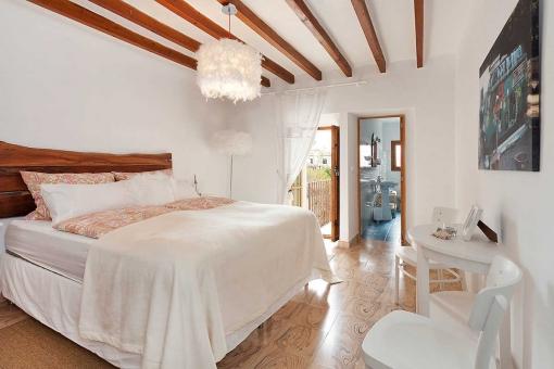 Gemuetliches Schlafzimmer Mit Bad En Suite 12