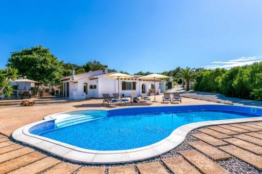 Villa with pool in quiet location.